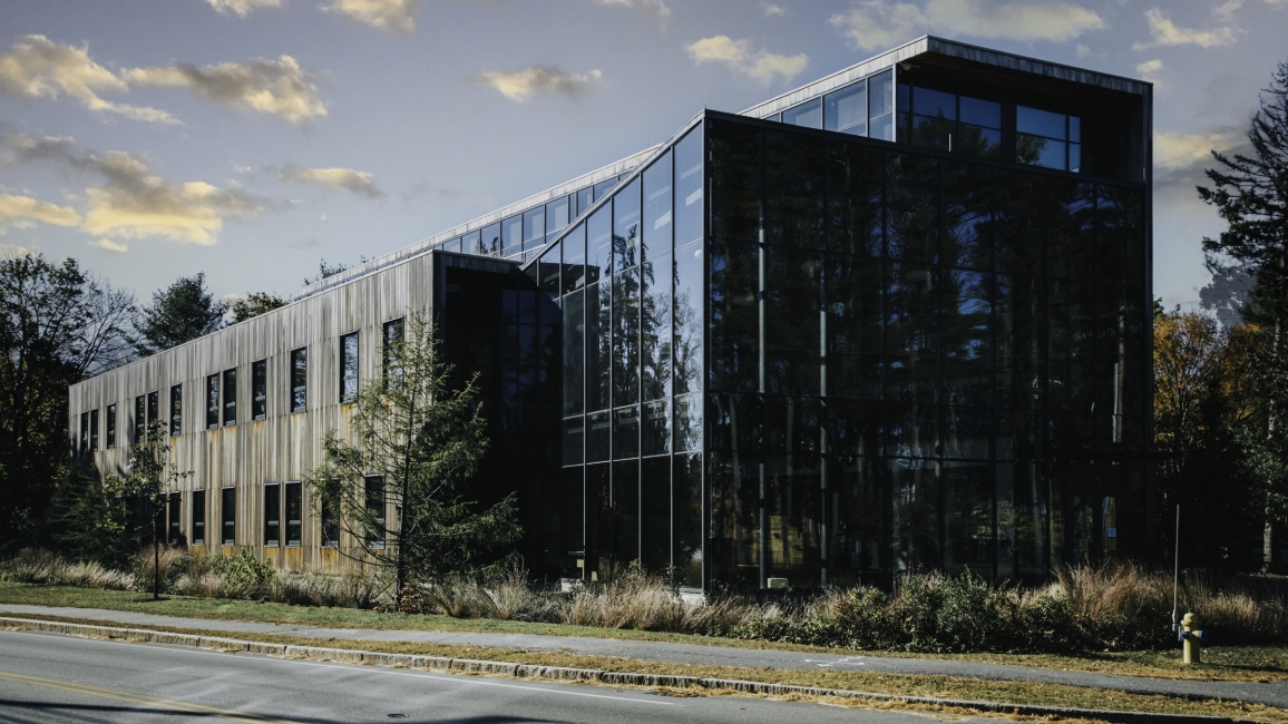 Roux Center for the Environment, Bowdoin College, thermally modified wood siding, glass wall auditorium, side wall