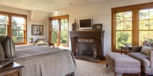 Bedroom with plaster walls ans ceiling, Stone fireplace