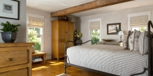 Bedroom with post and beam, Plaster walls